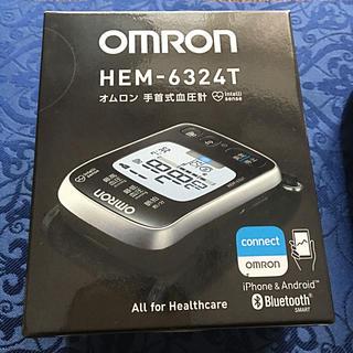 オムロン(OMRON)のオムロン手首式血圧計HEMー6324T未使用に近い極美品(参考価格20,350円(その他)