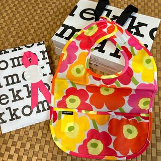 マリメッコ(marimekko)の【新品未使用】marimekko 食事エプロン ショップ袋付き(お食事エプロン)
