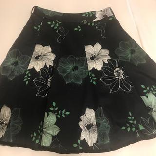 ビーシービージーマックスアズリア(BCBGMAXAZRIA)の美品 BCBGMAXAZRIA フレアスカート フラワー柄(ひざ丈スカート)