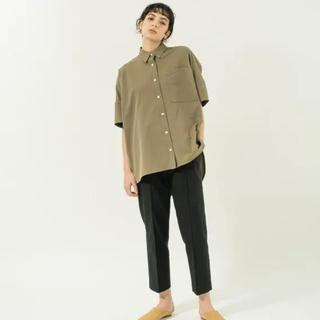 エンフォルド(ENFOLD)のyonfa/big box shirts/新品未使用/カーキ/シャツ(シャツ/ブラウス(半袖/袖なし))