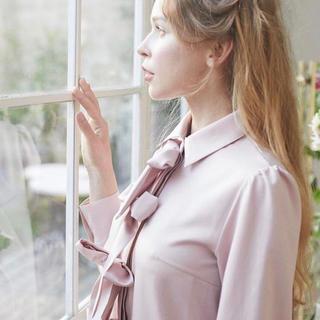 メゾンドフルール(Maison de FLEUR)のメゾンドフルール プチローブ ワンピース リボン ピンク(ひざ丈ワンピース)