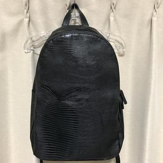 ザラ(ZARA)のZARA MAN クロコ型押し レザーバッグ バックパック 黒 ブラック(バッグパック/リュック)