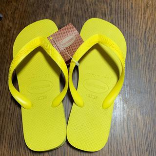 ハワイアナス(havaianas)のビーチサンダル 23.5  イエロー 6月購入 新品(ビーチサンダル)