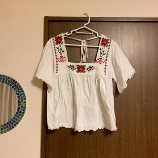 シンディー(SINDEE)の刺繍トップス(カットソー(半袖/袖なし))