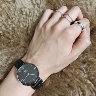 ザラ(ZARA)のダニエルウェリントン DW 腕時計 シルバーブラック(腕時計)