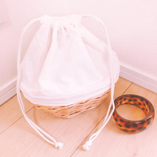 トゥデイフル(TODAYFUL)の柳キャンバス巾着BAG ホワイト 籠バック(かごバッグ/ストローバッグ)