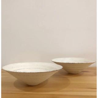 イデー(IDEE)の新品未使用 二階堂明弘 さん 焼締白 鉢 大きめ鉢 2点セット(食器)