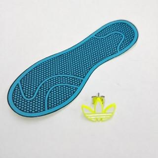 アディダス(adidas)のアディダス ステッカー ピアス 黄色(ピアス(片耳用))