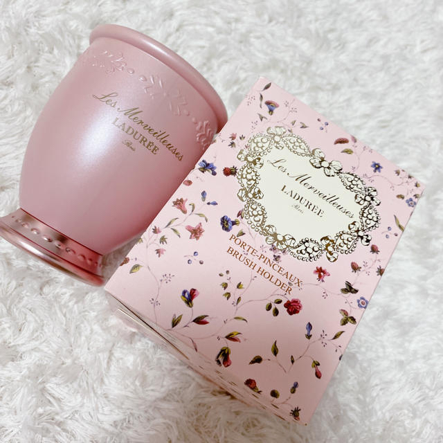 Les Merveilleuses LADUREE(レメルヴェイユーズラデュレ)の【新品未使用】ラデュレ ブラッシュホルダー 限定カラー ピンク コスメ/美容のコスメ/美容 その他(その他)の商品写真