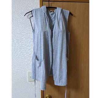 イッカ(ikka)のフード付き夏物羽織り グレー(ベスト/ジレ)