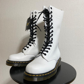 ドクターマーチン(Dr.Martens)の未使用展示品! 【定価¥33000】ドクターマーチン ホワイト 白 14ホール(ブーツ)