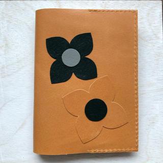 本革 キャメル花柄ブックカバー3(ブックカバー)