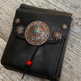 ゴローズ(goro's)の【USED】カスタム二つ折り財布 黒(折り財布)