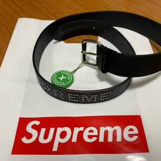 シュプリーム(Supreme)のSupreme  studded logo belt  S/M   新品未使用(ベルト)