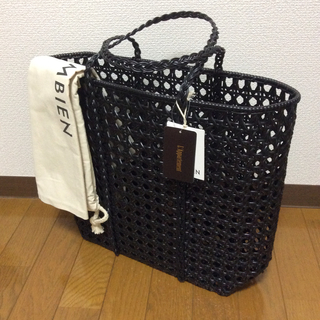 アパルトモンドゥーズィエムクラス(L'Appartement DEUXIEME CLASSE)のL'Appartement  新品 BEMBIEN Jolene Bag(L)(かごバッグ/ストローバッグ)
