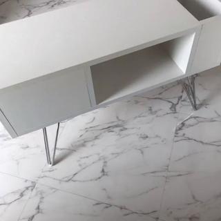 ディノス(dinos)の美品 ディノス マガジンラックサイドテーブル 引き出し収納 ホワイト スチール脚(ローテーブル)
