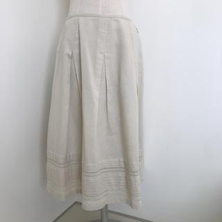 エフデ(ef-de)のアンケート ベージュのスカート (ひざ丈スカート)