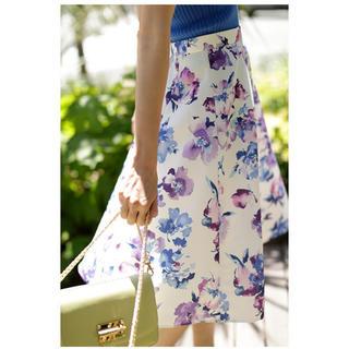 ジャスグリッティー(JUSGLITTY)の新品 ジャスグリッティー 水彩フラワースカート(ひざ丈スカート)