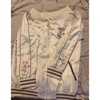 リズリサ(LIZ LISA)のliz lisaローズ刺繍オフショルダーブルゾン(ブルゾン)