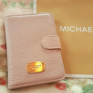 マイケルコース(Michael Kors)のMKパスポートケース ピンクレザー♪(旅行用品)