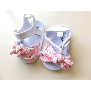 新品♥ベビー シューズ サンダル 靴 ホワイト ピンク花柄 新生児(サンダル)