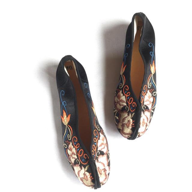 BEAUTY&YOUTH UNITED ARROWS(ビューティアンドユースユナイテッドアローズ)のレトロ 刺繍 チャイナシューズ  カンフーシューズ 古着 ヴィンテージ 好きにも レディースの靴/シューズ(バレエシューズ)の商品写真