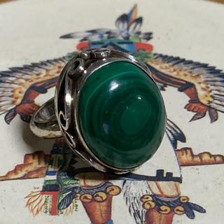 深いグリーンの孔雀石 マラカイトのリング(リング(指輪))