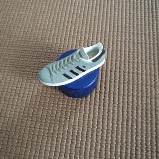 アディダス(adidas)のアディダス フィギュア グレー 靴(スポーツ)