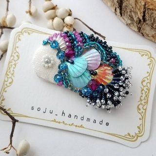 深海のマドンナフィッシュ ビーズ刺繍 ブローチ(コサージュ/ブローチ)