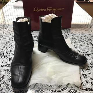 フェラガモ(Ferragamo)のフェラガモ  6ハーフ D 黒 4.5cm ブーツ  ブーティ (ブーツ)
