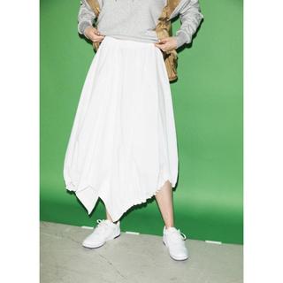 エンフォルド(ENFOLD)のナゴンスタンス ドライストレッチ アシンメトリースカート 新品 ホワイト 完売品(ロングスカート)