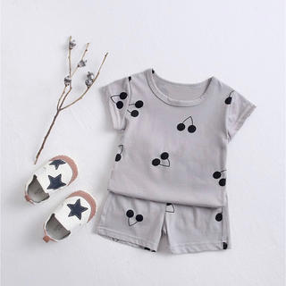 韓国ベビー服 さくらんぼ さくらんぼ柄 セットアップ パジャマ ルームウェア