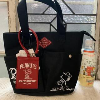 ピーナッツ(PEANUTS)の《新品 タグ付き》スヌーピー  パスケース付きトートバッグ  ブラック   野球(トートバッグ)