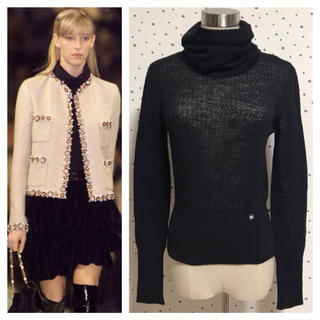 シャネル(CHANEL)の本物 シャネル COCO装飾 タートルネック 長袖 ニット セーター 34 黒(ニット/セーター)