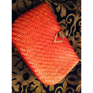 マリオバレンチノ(MARIO VALENTINO)の❤️バレンンチノ🇹🇭中古美品‼️クラッチバック💼オレンジ綺麗な発色‼️(クラッチバッグ)