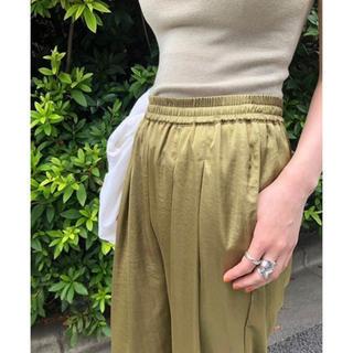 トゥデイフル(TODAYFUL)のtodayful silkete rough pants サテンパンツ(カジュアルパンツ)