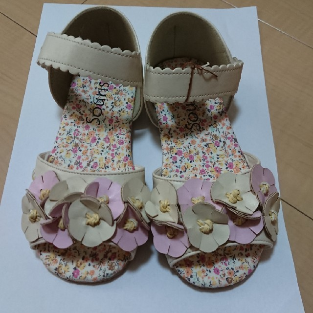 Souris(スーリー)の専用☆スーリー☆花柄サンダル☆19㎝ キッズ/ベビー/マタニティのキッズ靴/シューズ(15cm~)(サンダル)の商品写真