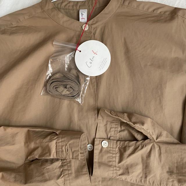 COMOLI(コモリ)のbshop ビショップ シャツワンピース  ベージュ comoli バンドカラー レディースのワンピース(ひざ丈ワンピース)の商品写真