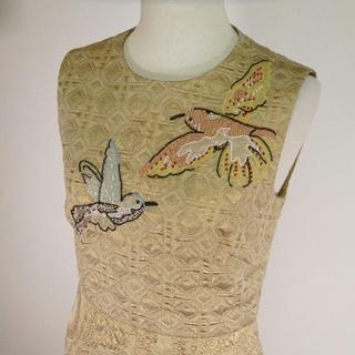 レッドヴァレンティノ(RED VALENTINO)のレッド ヴァレンティノ 金色 小鳥柄 ビーズ装飾ワンピース(ミニワンピース)
