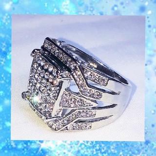芸術的彫刻☆ ラグジュアリー ジルコニアリング シルバーカラー 銀色(リング(指輪))