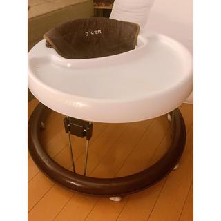 ニシマツヤ(西松屋)のテーブル付きベビー歩行器 歩行器 あんよの練習に(その他)