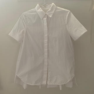 コス(COS)のCOS 半袖プリーツブラウス(シャツ/ブラウス(半袖/袖なし))