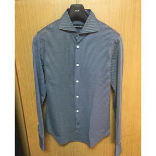 ウノピゥウノウグァーレトレ(1piu1uguale3)の美品定価4.2万 1piu1uguale3 crazyストライプシャツ AKM(シャツ)