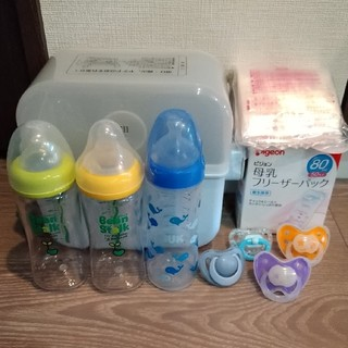 コンビ(combi)の哺乳瓶、消毒セット(哺乳ビン用消毒/衛生ケース)