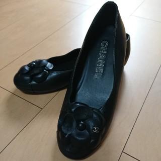 シャネル(CHANEL)のご検討中!大人気!美品シャネルカメリア ローファー36C(ローファー/革靴)