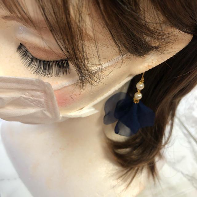 パール&ネイビーシフォンフラワー マスクイヤリングorピアス ハンドメイドのアクセサリー(ピアス)の商品写真