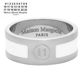 マルタンマルジェラ(Maison Martin Margiela)のMaison Margiela シルバー ホワイト ロゴ リング(リング(指輪))