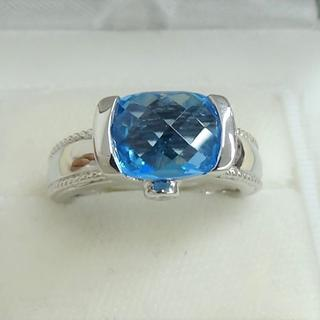 750ホワイトゴールド スイスブルーのブルートパーズのリングです。(リング(指輪))