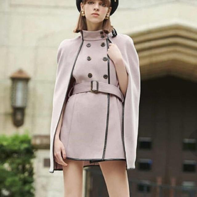 eimy istoire(エイミーイストワール)のエイミーイストワール 新品 パイピング マント コート レディースのジャケット/アウター(ロングコート)の商品写真