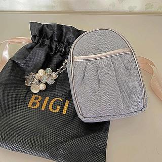 新品★ BIGI(ビギ)ポーチ(チャーム付き)(ポーチ)
